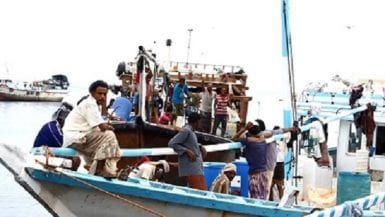 قوارب في ميناء المكلاء