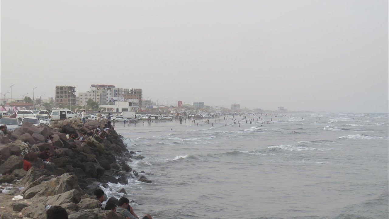 مركز الأرصاد ينبه المواطنين في السواحل الجنوبية والشرقية لليمن