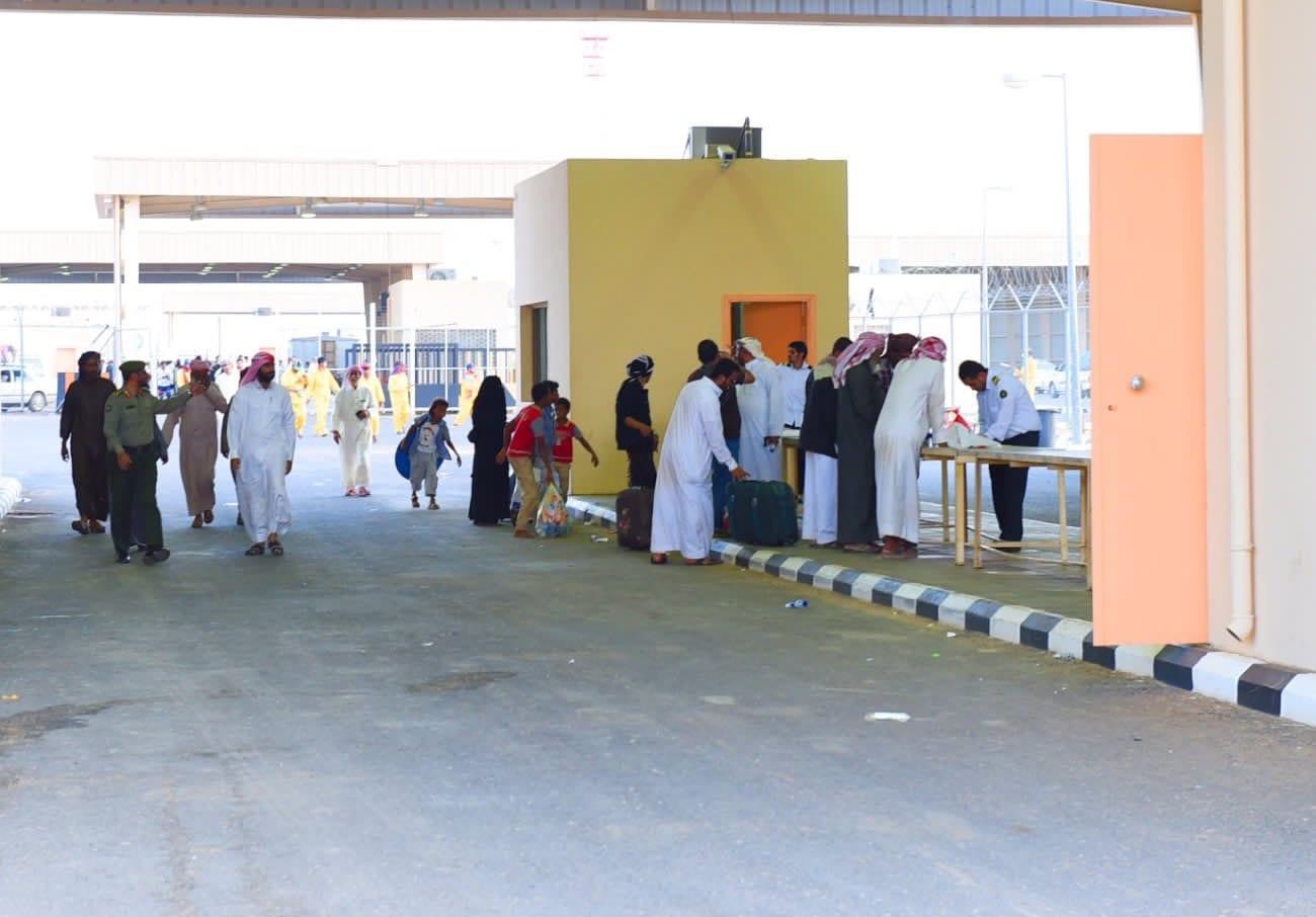 منفذ الوديعة يسمح بدخول 400 مسافر إلى اليمن