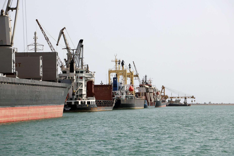 الحوثي يتهم قوات التحالف بمنع سفن نفطية وغذائية دخول ميناء الحديدة