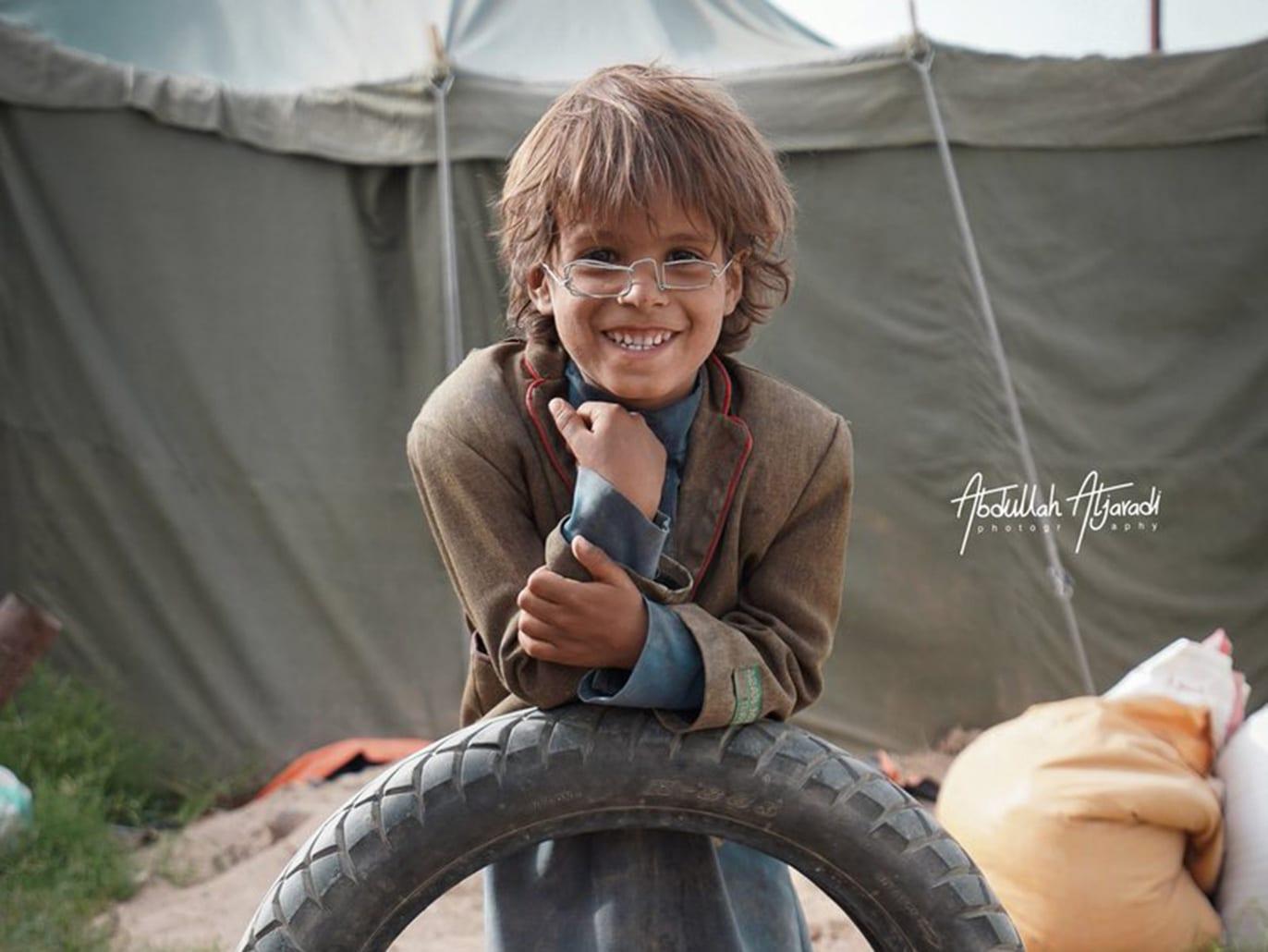 نظارة الطفل محمد تسعد أقرانه من النازحين في مأرب