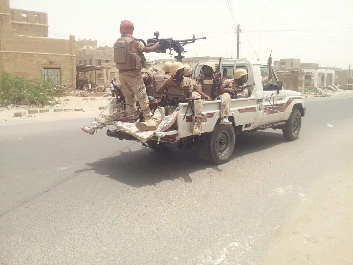 أبين … قوات الحزام الأمني تداهم منازل المواطنين في مدينة جعار