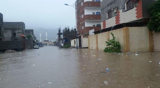 المنخفض الجوي يتسبب بأضرار في مدينة عدن