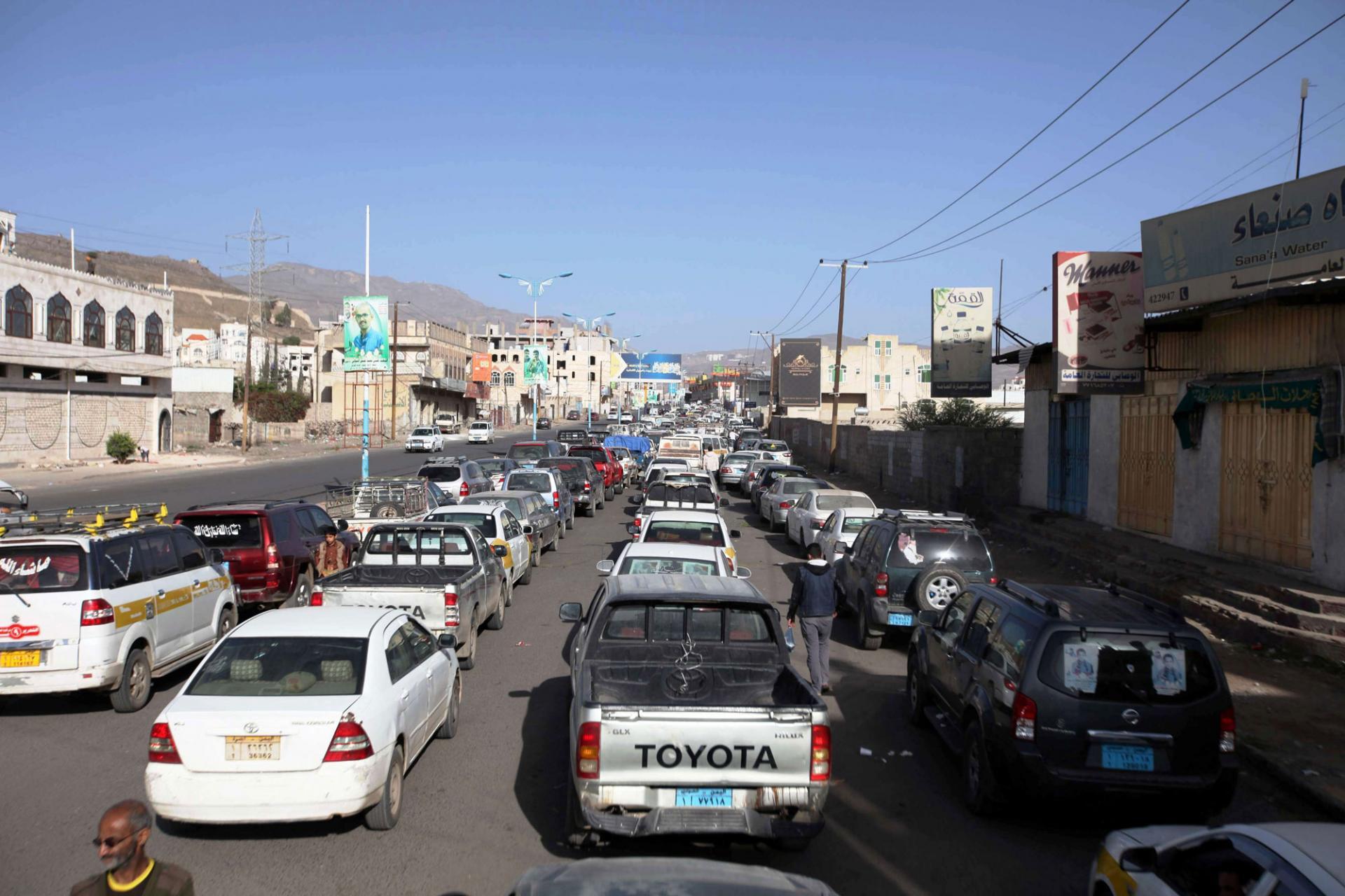 إستمرار أزمة المشتقات النفطية في مناطق سيطرة جماعة الحوثي