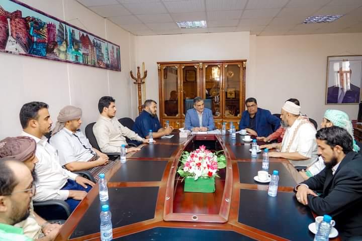 صرافو عدن يطالبون الحكومة بمعالجة تدهور الريال