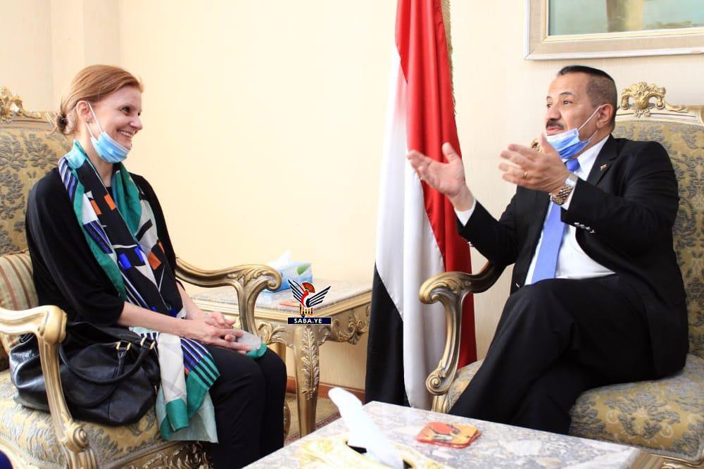 وزير خارجية جماعة الحوثي يناقش مع مسؤولة أممية إعادة تاهيل مطار الحديدة