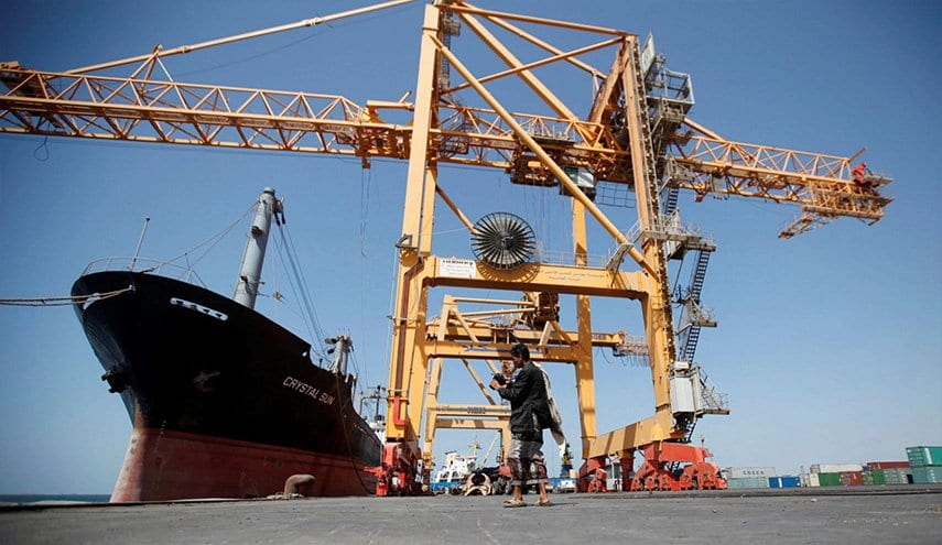 الحكومة تسمح بدخول سفن وقود للحديدة