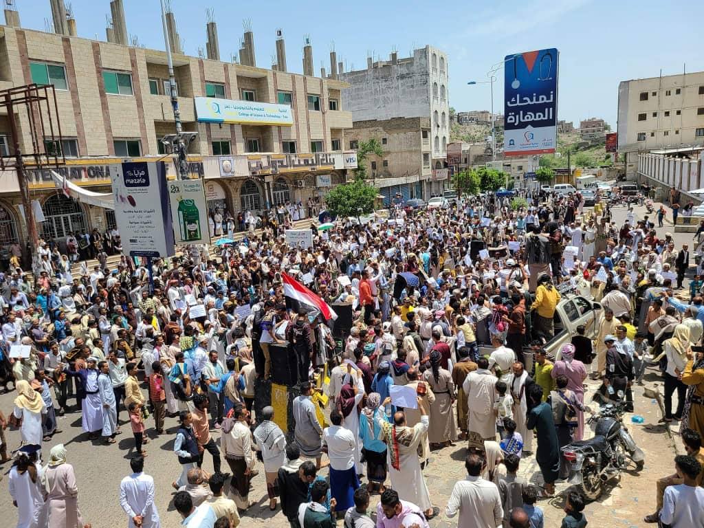 تعز: متظاهرون يبدأون اعتصامًا مفتوحًا