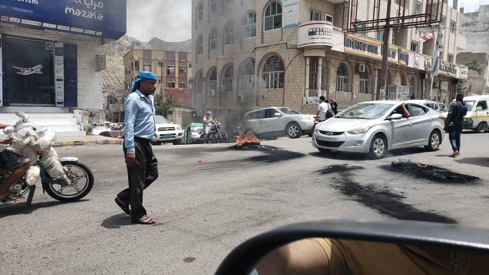 مواطنون يشتكون من تكرار قطع شوارع تعز