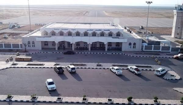 "مناصرو ""الانتقالي"" يحاصرون مطار سقطرى"